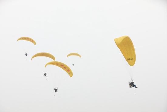 2018郑州航展闭幕 近30万人次共赏飞行秀